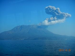 桜島 目の前で噴煙