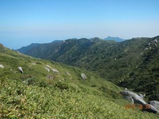 宮之浦岳から縄文杉方面の稜線