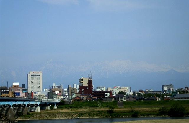 DSCF2257 富山市街地と立山連峰 W