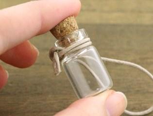 小さなガラス瓶