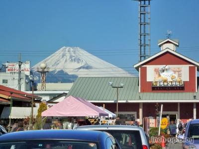 伊豆村の駅外観