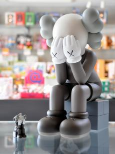 kaws-passing-through-04.jpg