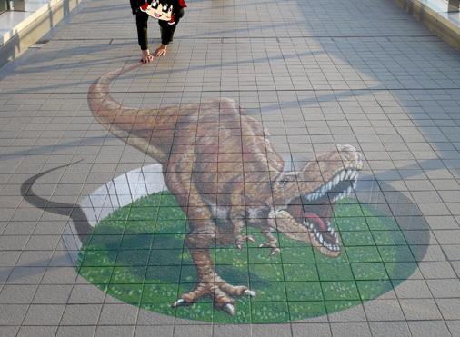 千葉県海浜幕張駅前スカイウォーク 3Dトリックアート