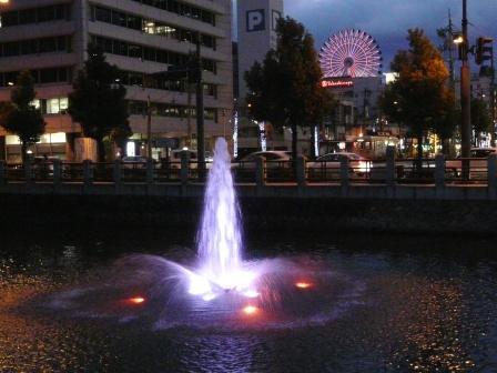 お堀の噴水のライトアップ 2