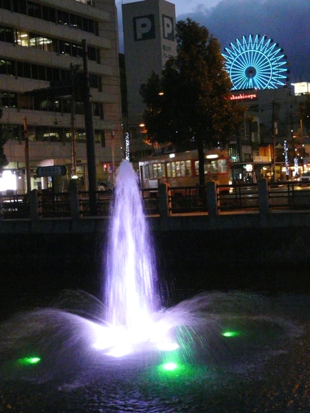 お堀の噴水のライトアップ 4