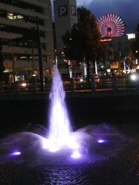 お堀の噴水のライトアップ 5
