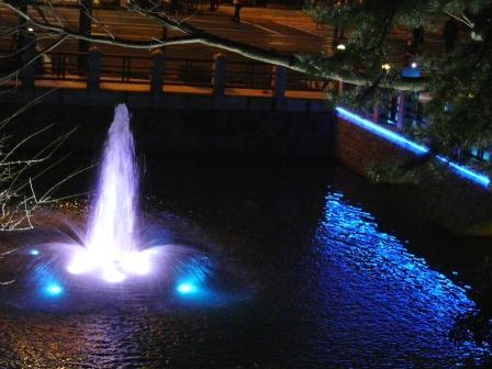 お堀の噴水のライトアップ 7