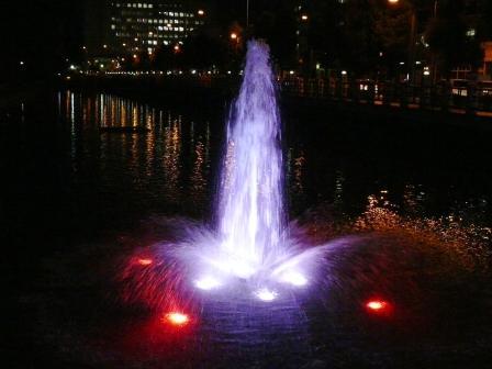 お堀の噴水のライトアップ 10