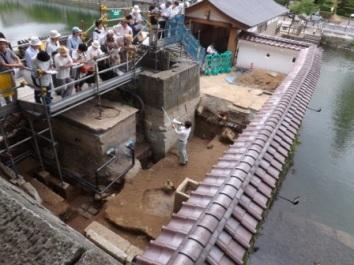 廊下橋側の高麗門の説明
