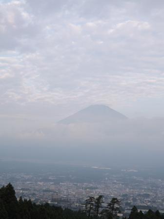 御殿場のホテルからみた朝の富士山