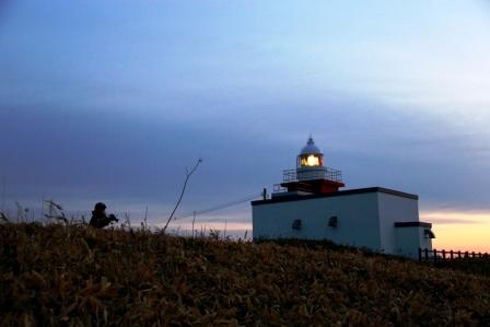 灯台と朝日を狙う妹