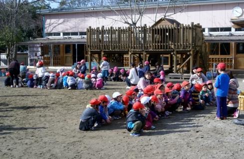 2007-08-18 25年度1月組当番、佐倉南高校学生記念写真 020 (800x523)