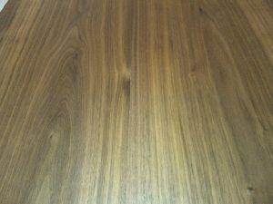 ウォールナットのコーヒーテーブル木肌