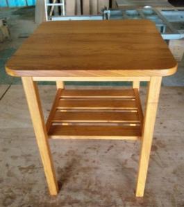 欅のナイトテーブル