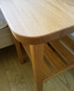 欅のナイトテーブル(アップ)
