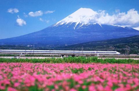 shinkansenfuji.jpg