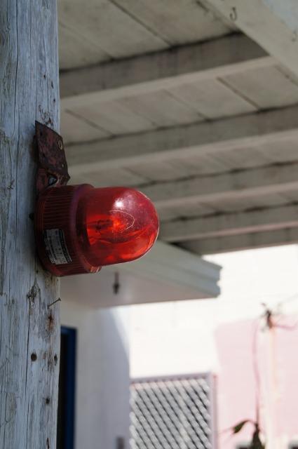 赤いサイレン灯