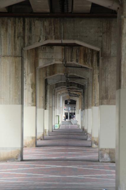 高架下トンネル