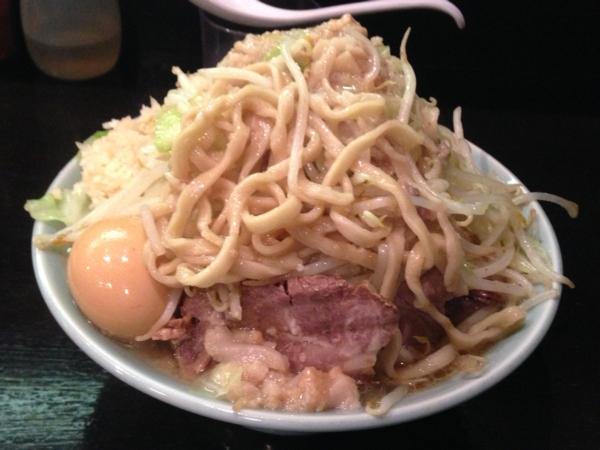 ラーメンマシンガン 醤油二型並 ニンニク アブラ多め 麺