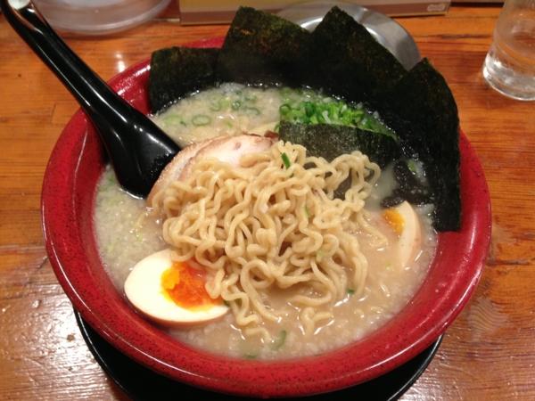 麺家くさび郡山本店 くさび赤丸豚骨醤油麺 麺