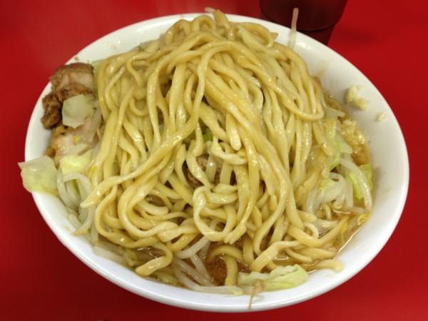 ラーメン二郎茨城守谷店 小ラーメン豚入り ニンニクアブラカラメ 麺