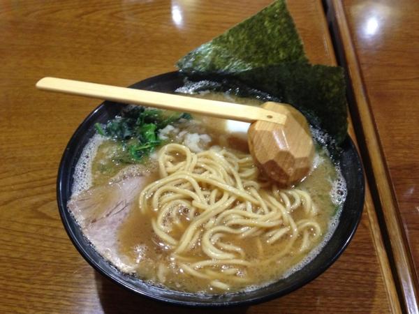 鈴家 超濃厚湯沢系豚骨ラーメン醤油 麺