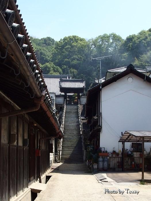 西方寺への石段