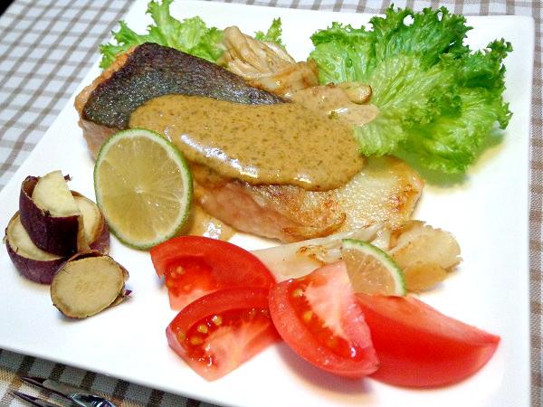 秋鮭のムニエル 海苔マヨソース添え01