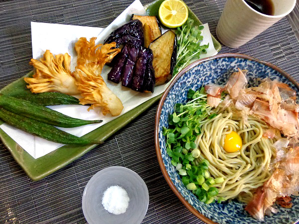 揚げ野菜とぶっかけ冷やし蕎麦01