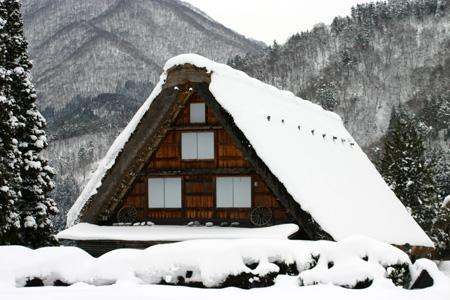 本格的な冬の旅行シーズン到来♪ 体の芯から温まる温泉や世界遺産 白川郷合掌集落でお楽しみください! ①