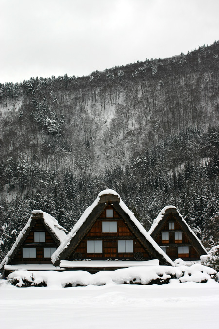 本格的な冬の旅行シーズン到来♪ 体の芯から温まる温泉や世界遺産 白川郷合掌集落でお楽しみください! ②