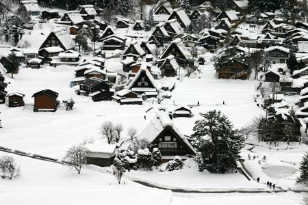 本格的な冬の旅行シーズン到来♪ 体の芯から温まる温泉や世界遺産 白川郷合掌集落でお楽しみください! ③