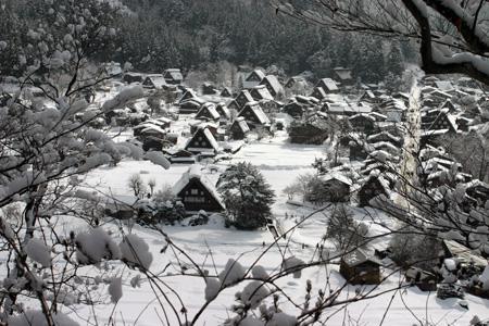 ☆温泉&ご当地グルメをお好きなところでいただいたり、 世界遺産 白川郷合掌集落の冬景色をとことん堪能するもよし! 自由に白川郷の冬旅をお楽しみください♪②