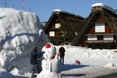 今年は、雪が少ないと言われ~世界遺産 白川郷~雪道に慣れていない方にはむしろラッキー かもしれません ③