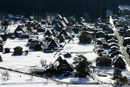 今年は、雪が少ないと言われ~世界遺産 白川郷~雪道に慣れていない方にはむしろラッキー かもしれません ⑤