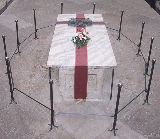 552px-Grave_of_Otto_I,_Holy_Roman_Emperor