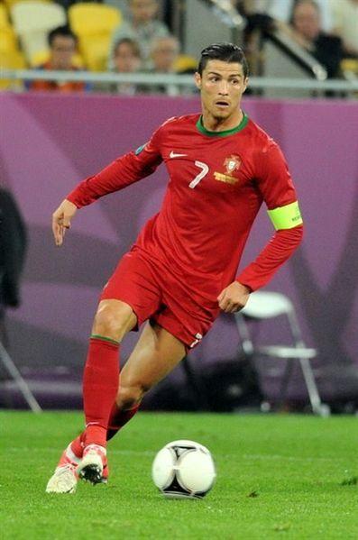 397px-Cristiano_Ronaldo_20120609.jpg