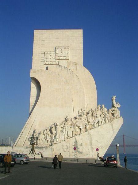 450px-Lisbon_monument_6.jpg