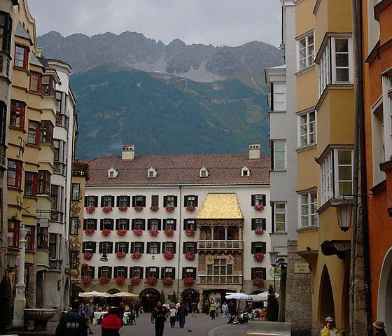 560px-Innsbruck-goldenroof-nordkette.jpg