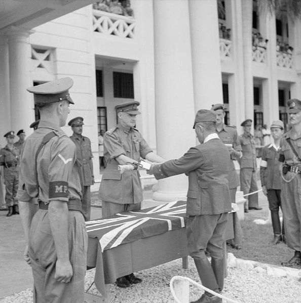 594px-General_F_W_Messervy_receives_the_sword_of_General_Itagaki.jpg