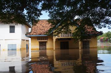 プレイチーク小学校 雨季04
