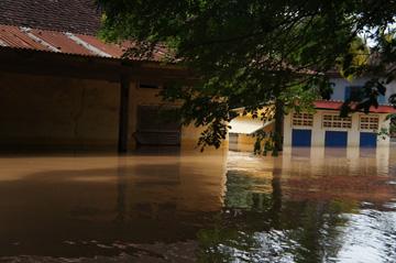 プレイチーク小学校 雨季08