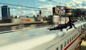赤いラインの新幹線
