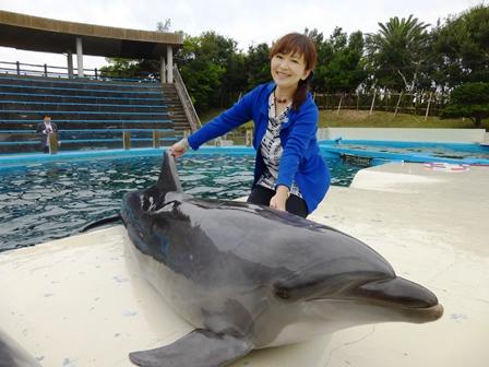 イルカにタッチ 記念撮影