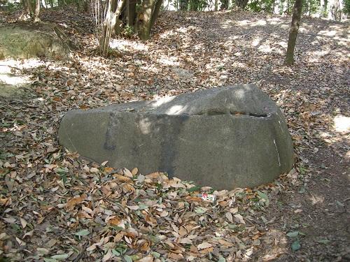 牛石古墳石室の一部