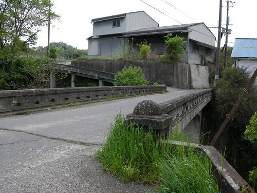 槇尾川に架かる大門橋