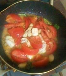 鶏胸肉のピリ辛トマトソース