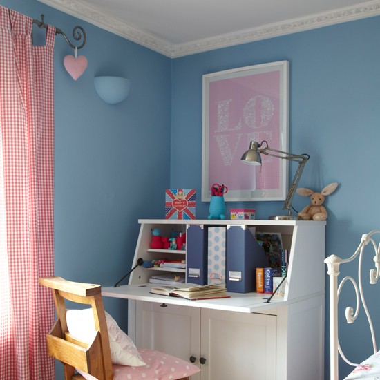 Blue-and-White-Country-Girls-Bedroom-Ideal-Home-Housetohome_20140129062811131.jpg