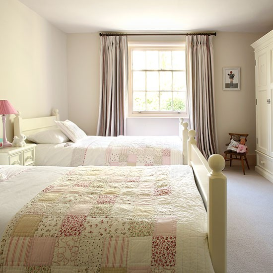 Cream-and-Patchwork-Quilted-Bedroom-25-Beautiful-Homes-Housetohome.jpg