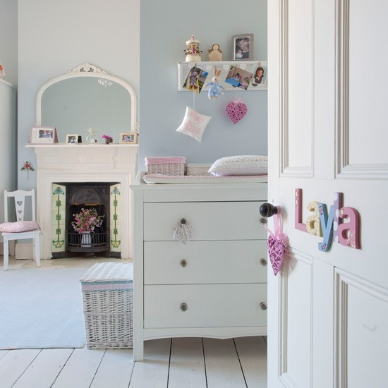 Pastel-Girls-Bedroom-Ideal-Home-Housetohome_201401290628135c8.jpg